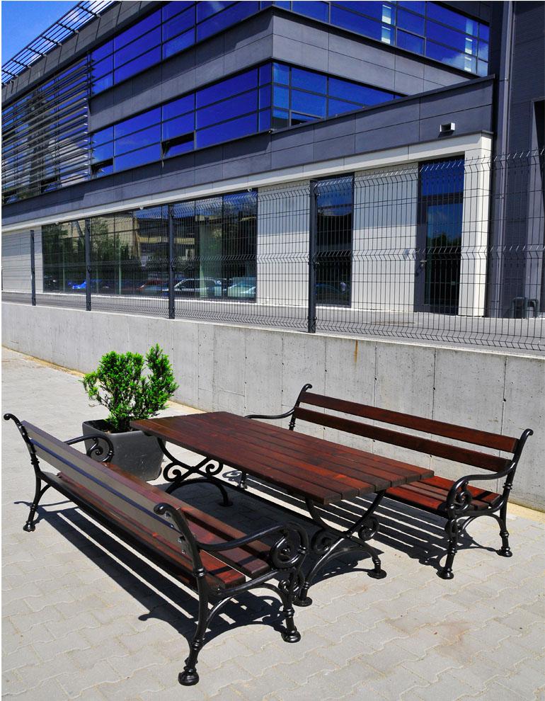 aranżacja ławek miejskich i donica